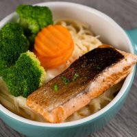 Linguini Pasta with Omega-rich Grilled Salmon Chunks & Cheese